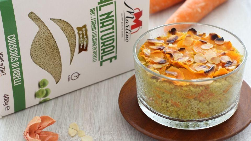 Couscous di piselli al forno con carote e mandorle