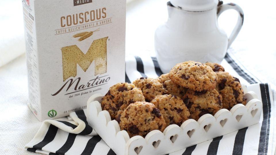 Biscotti vegani con couscous, cannella e cioccolato